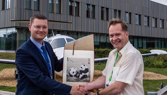JITRI vice president, Paul Burrows (right), presents TWI operations director, Mike Russell, with a gift