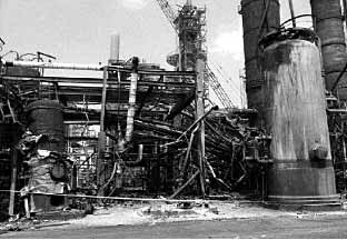Fig.6. Union Oil refinery in Chicago, following the failure in 1984