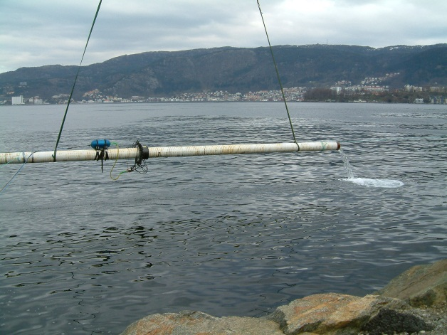 Fig. 10. Test pipe being raised after the initial, successful sub-sea test of the Risertest underwater LRUT system at DNV, Bergen