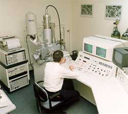 Camscan CS44 scanning electron microscope with large chamber and PGT EDX and image analysis facilities