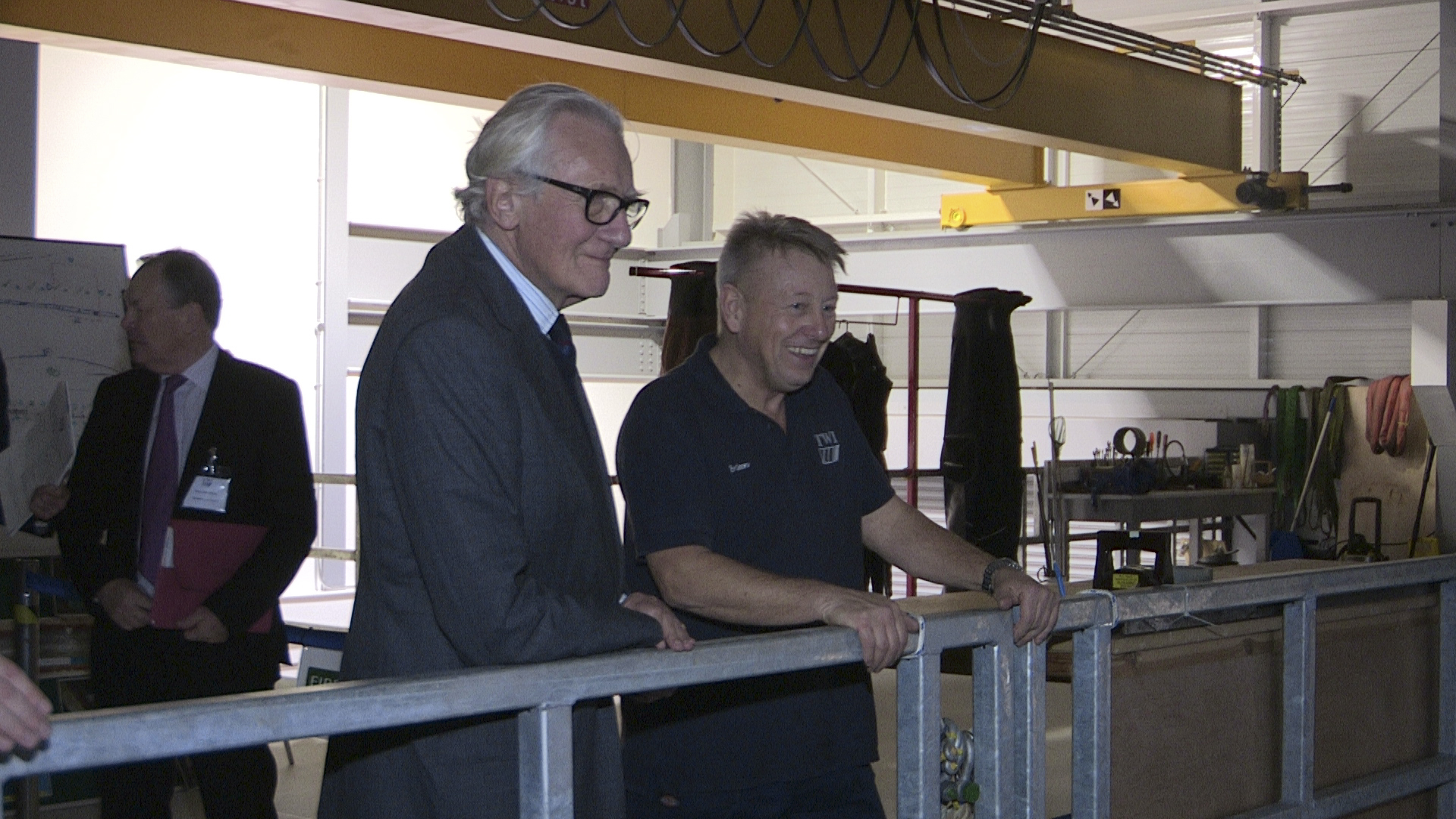 TWI's Brian Mulrooney shows Lord Heseltine the facility's diver training tank
