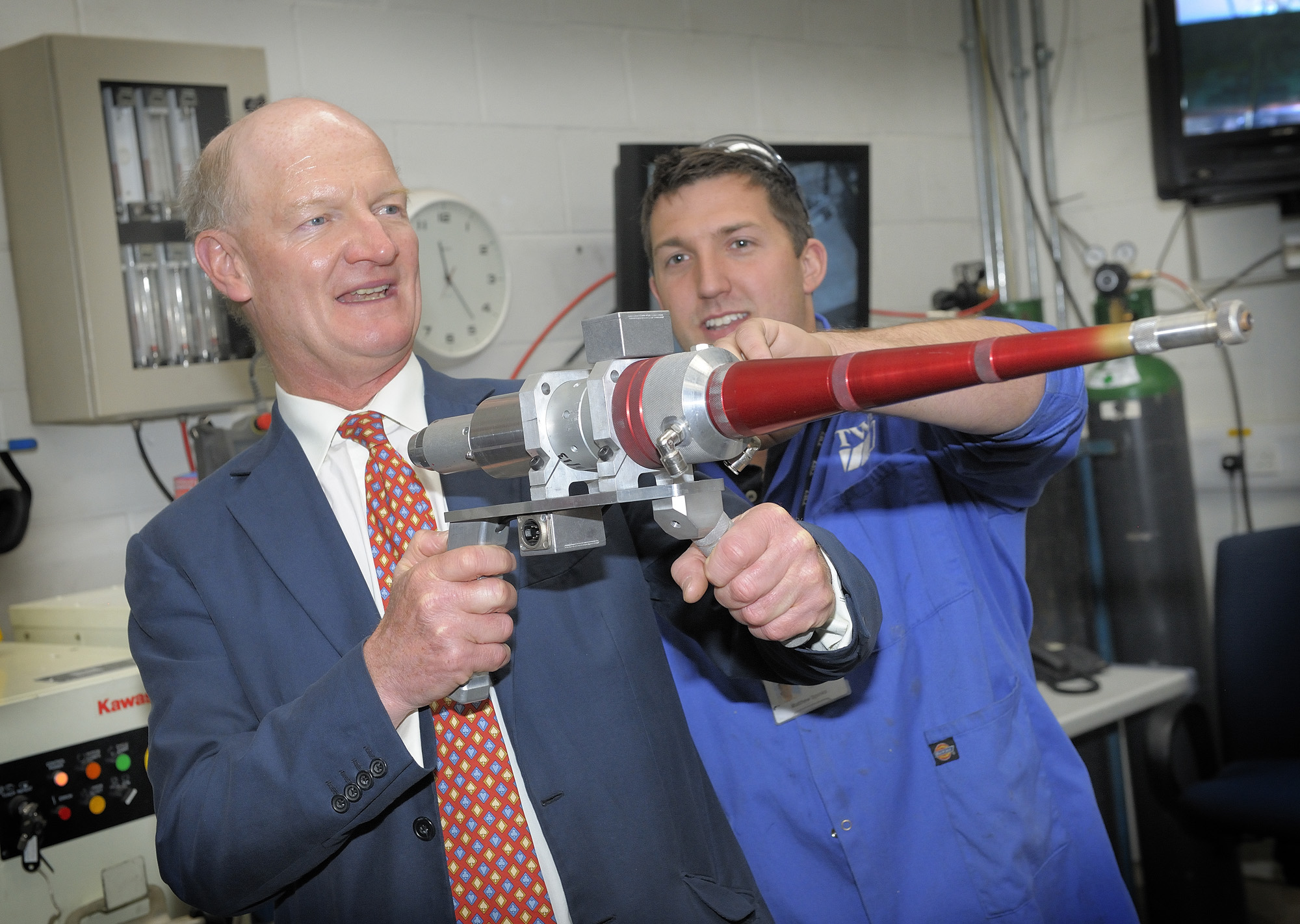 TWI welcomes Rt Hon David Willetts MP to view the progress of the new postgraduate centre