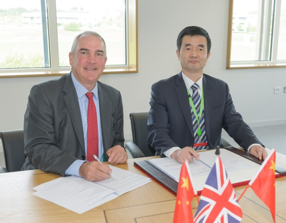 Dr Christoph Wiesner, chief executive of TWI and Prof Wenhua Shu, chief executive of SSEI, sign the membership agreement at TWI in Cambridge