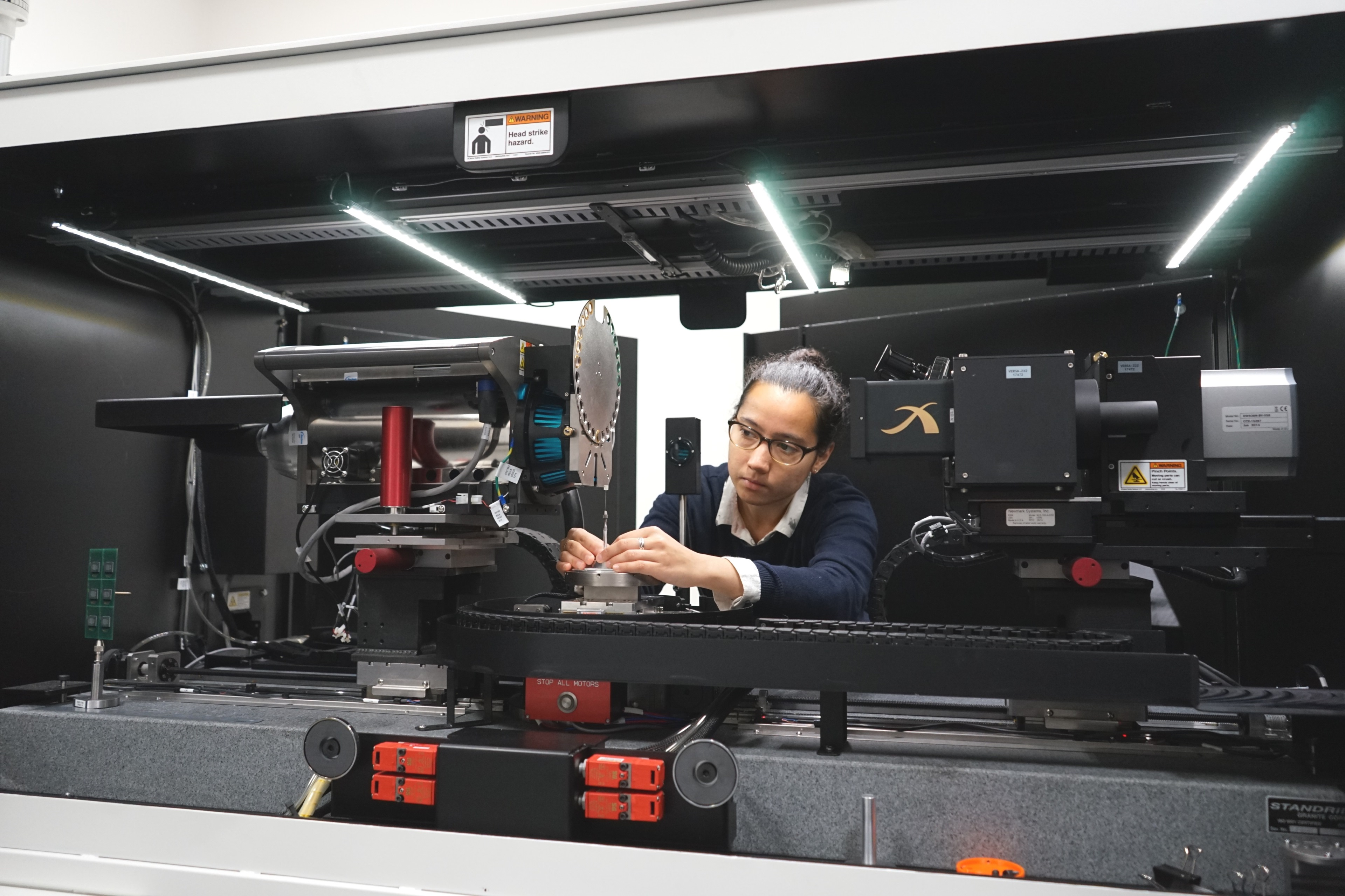 TWI NDT expert using the 3D X-ray microscopy equipment